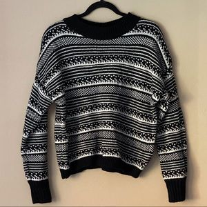 GAP cropped black and white knit sweater
